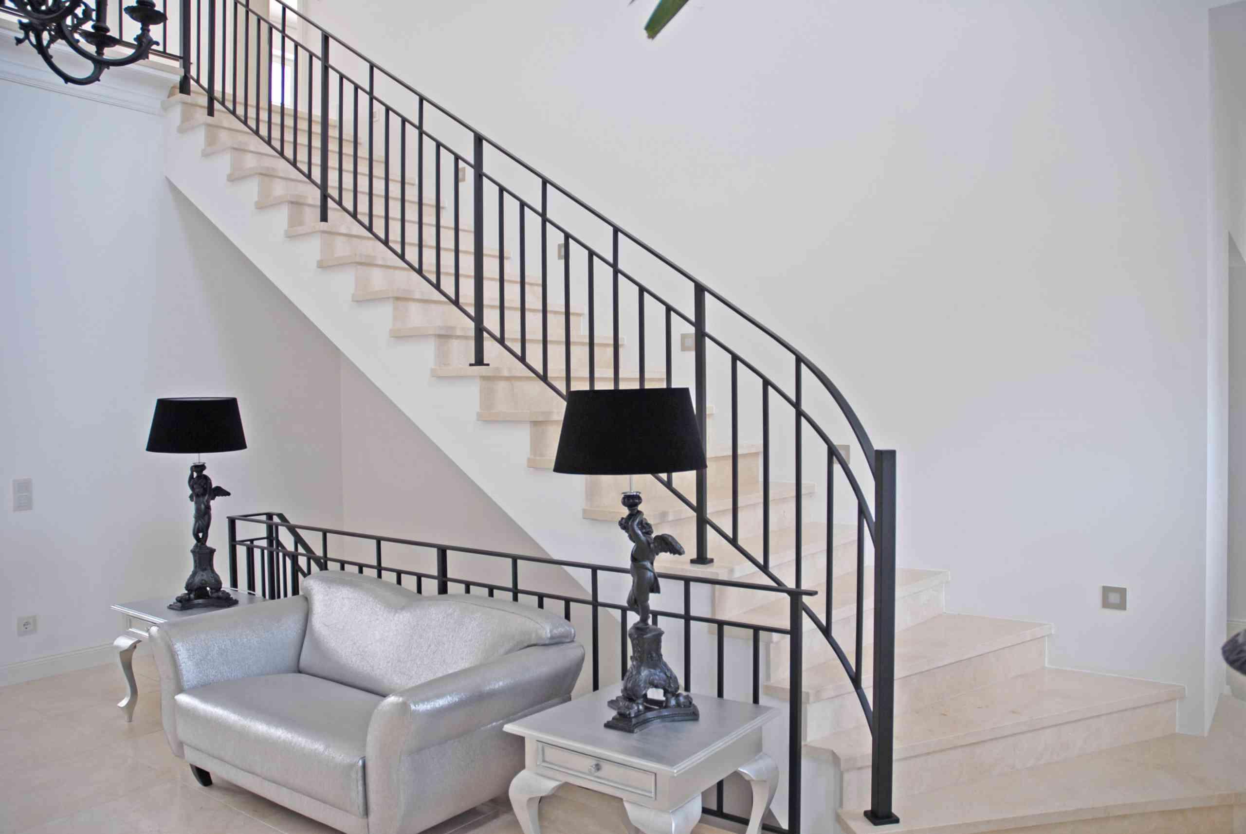 Treppe in Crema Marfil geschliffen