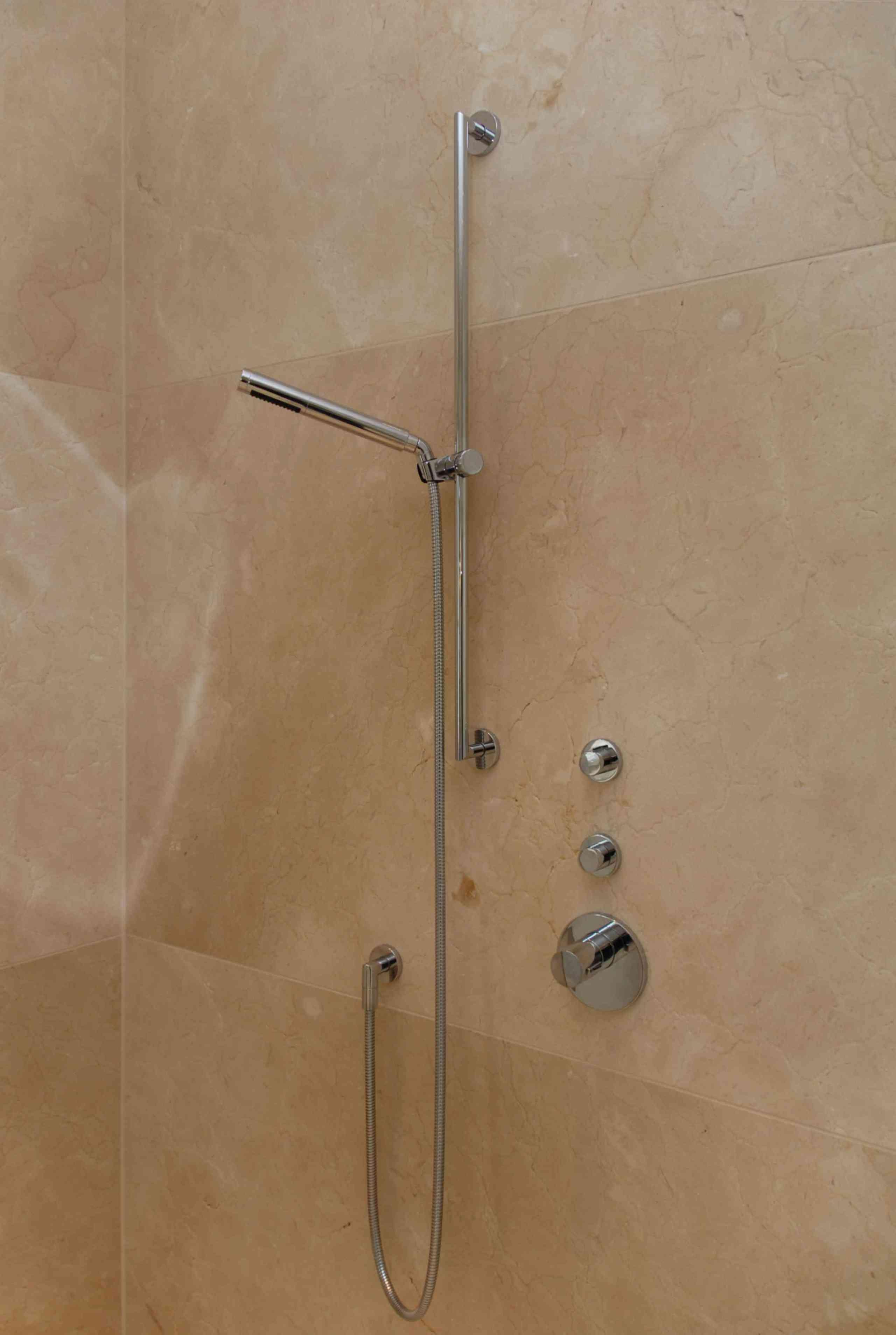 Dusche in Crema Marfil, Detail