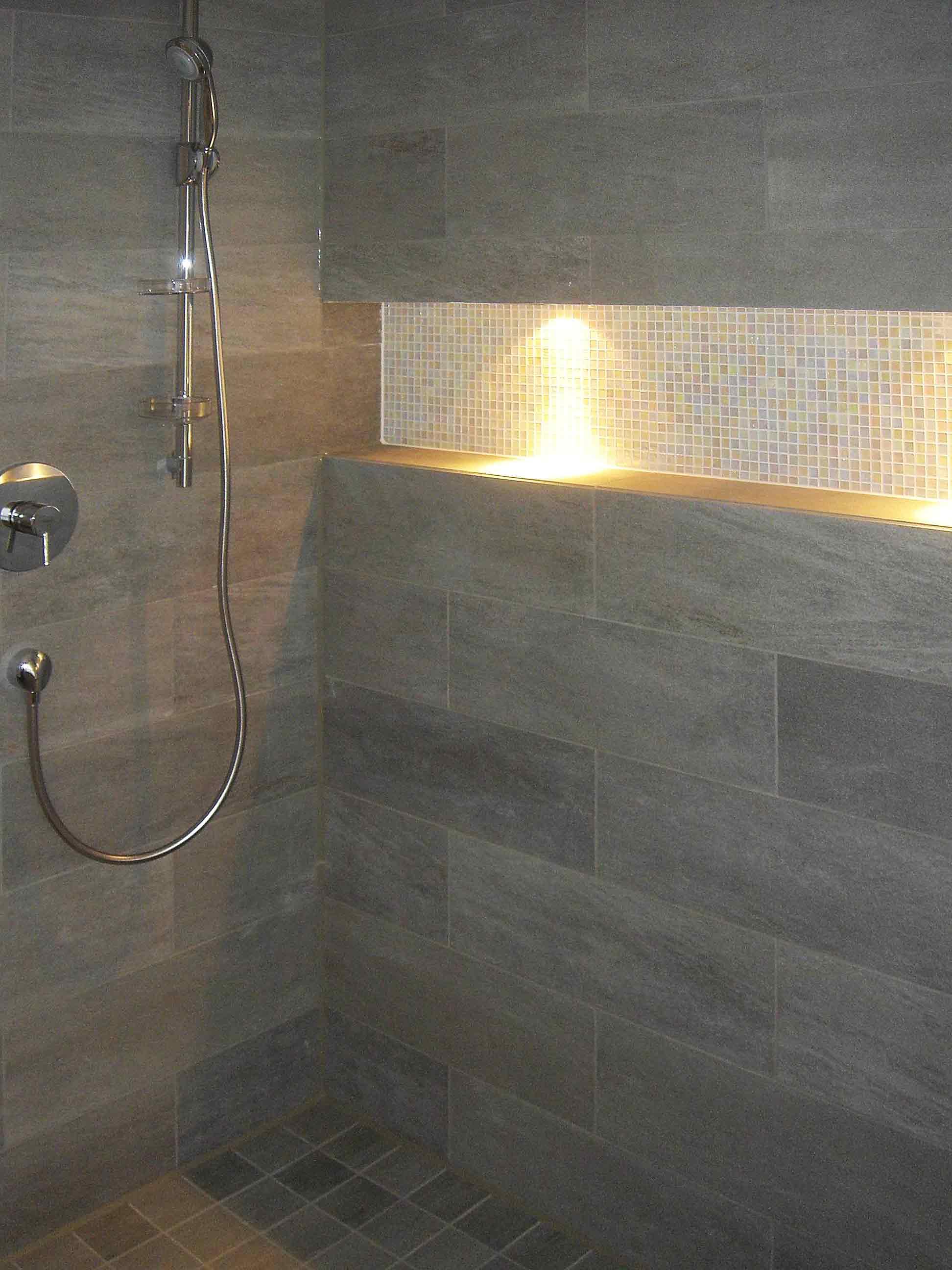 Dusche in Sandstein