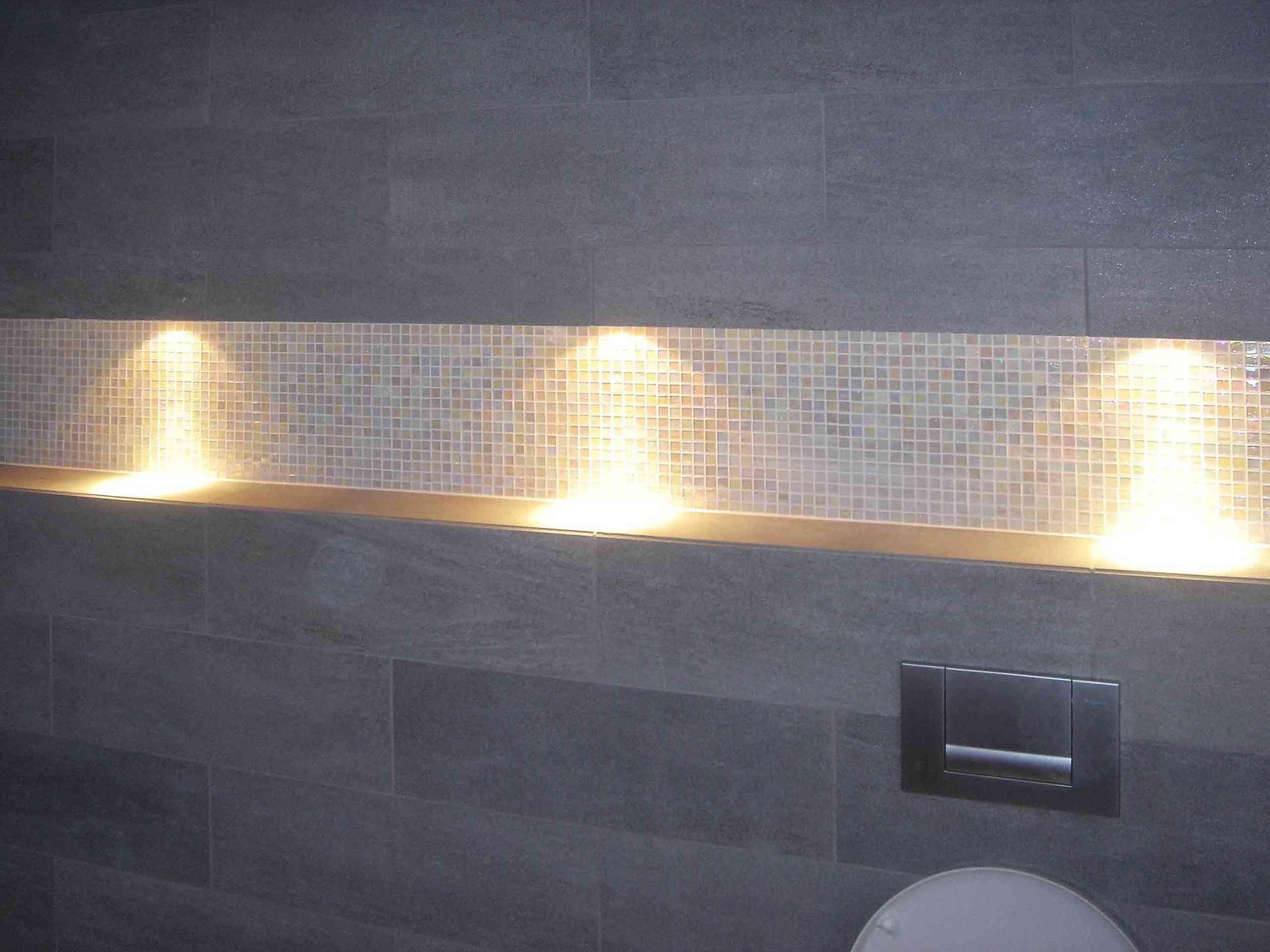 Badezimmerwand in Sandstein